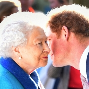 エリザベス女王、ハリー王子の交際を容認! いよいよプロポーズ間近か?