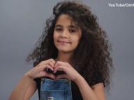 マライア・キャリーの娘がモデルデビュー! 子ども服ブランドのキャンペーンで少女時代のマライアをオマージュ