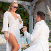 パリス・ヒルトン、40歳の誕生日に婚約を発表! 巨大ダイヤモンドの婚約指輪もお披露目