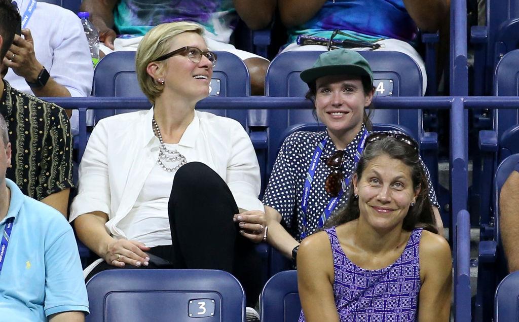映画『JUNO/ジュノ』でブレイクした女優、エレン・ペイジ(31)は水玉柄のシャツ姿がキュート。セリーナ・ウィリアムズの試合を観戦。