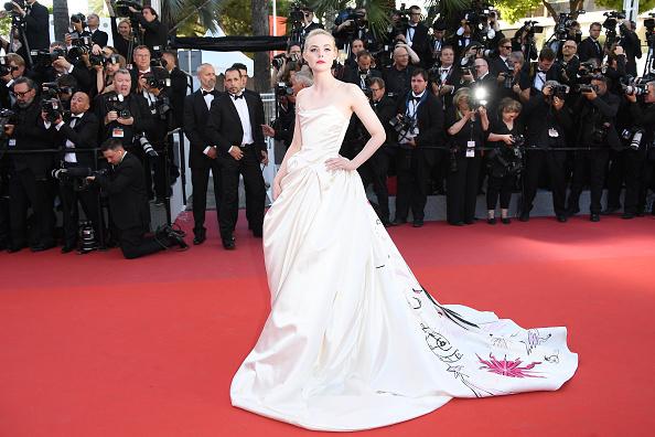 85c7f7c70b23f 今年のカンヌ国際映画祭で「ベストドレス」との評価を独り占めしているのが、『マレフィセント』などで知られる若手女優のエル・ファニング。そんな彼女が着用したの  ...