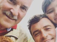 オーランド・ブルーム、父&息子との3世代イケメンセルフィーを公開