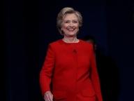ヒラリー・クリントンが、パンツスーツしか穿かない理由とは?