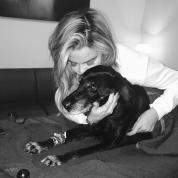 愛犬を失ったクロエ・カーダシアンに、恋人トリスタンが行ったサプライズが感動的!