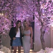 キム・カーダシアン、桜の木で彩られた豪華ベビーシャワーの様子を公開!