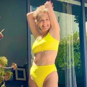 「今の身体が一番好き!」 シャロン・ストーン63歳、ビキニ写真で脅威の美スタイルを披露
