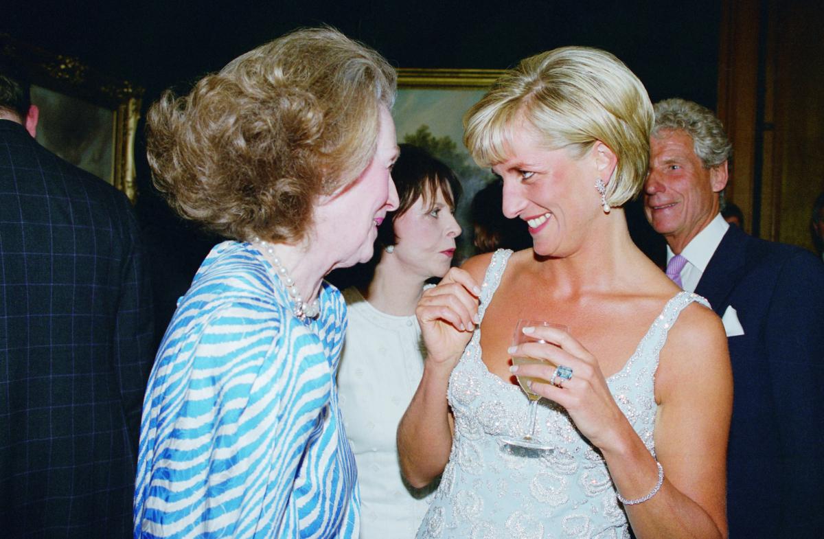 チャールズ皇太子との離婚後、アクアマリンのリングを愛用していたダイアナ元妃。