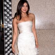 プリヤンカーの美しすぎる純白のドレス姿ほか、マストな話題をチェック!