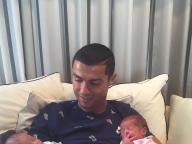 クリスティアーノ・ロナウド選手、双子のパパに!