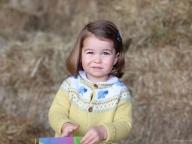 シャーロット王女が2歳に! 英王室が成長した姿を新たに公開