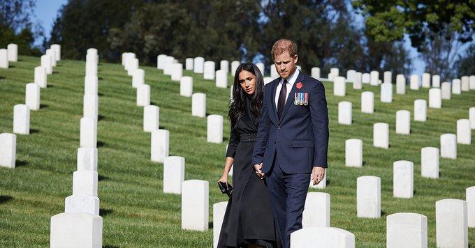 ロサンゼルスの国立墓地であるナショナルセメタリーを訪問したヘンリー王子&メーガン妃。