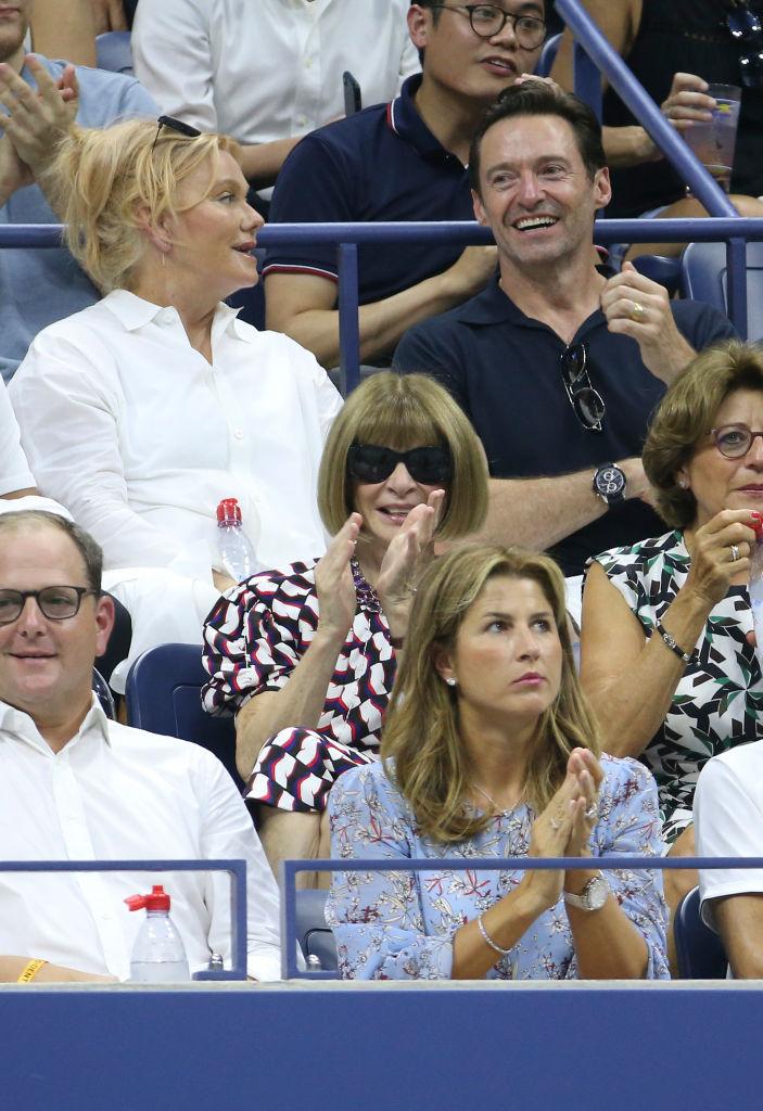 ハリウッドいちのおしどり夫婦として知られるヒュー・ジャックマン(49)&デボラ=リー・ファーネス(62)は、仲良く会話しながら観戦。ふたりの前列には、名編集者のアナ・ウィンター(68)の姿も。