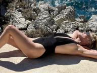 新たな水着姿のセクシーショットを投下! 63歳シャロン・ストーン、ヘルシー美の秘訣を明かす