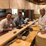 ベッカム親子、東京で高級寿司三昧! 男ふたりの旅行をエンジョイ