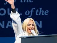 レディー・ガガ、選挙集会で元カレを「とっても愛してた」発言! パフォーマンスを中断し、現恋人に謝罪する事態に