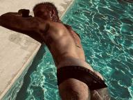 美尻を露出してくつろぐデヴィッド・ベッカムを激写! ヴィクトリアが夫のセクシーな画像でファンサービス