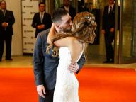 バルサのメッシ選手、幼馴染の恋人と9年間の交際を経て結婚!