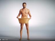 男性用下着の歴史を辿る動画が大人気。イケメンモデルが生着替え!
