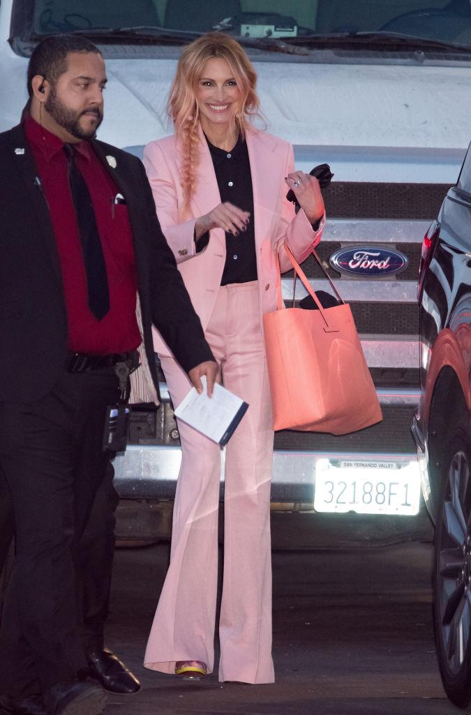 ④目指せパリス・ヒルトン!? ジュリア・ロバーツ51歳、全身ピンクをリピート