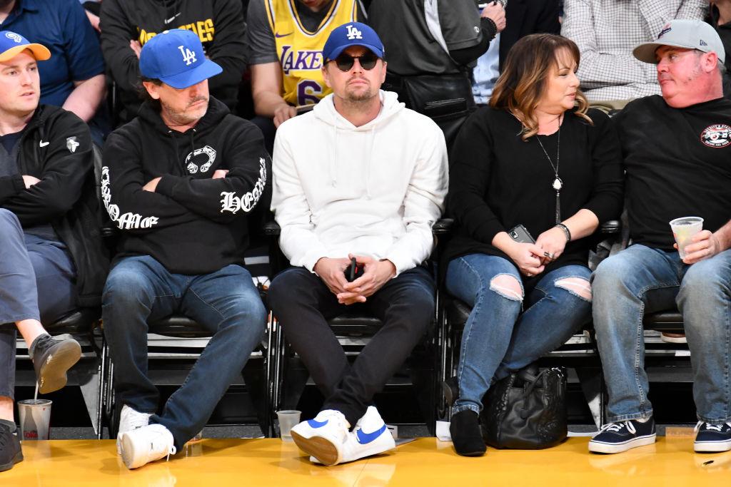 ②スターは大変!? レオナルド・ディカプリオ、バスケ観戦中もサングラスを着用