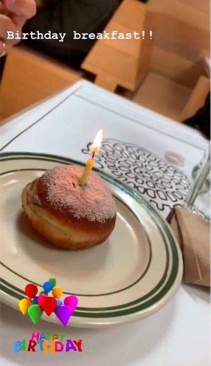 ストイックな食生活を送るヴィクトリアも、誕生日だけはジャンクフードを解禁。