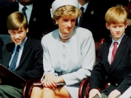 ダイアナ妃の死から20年。息子ふたりが、母の記念像建立を発表