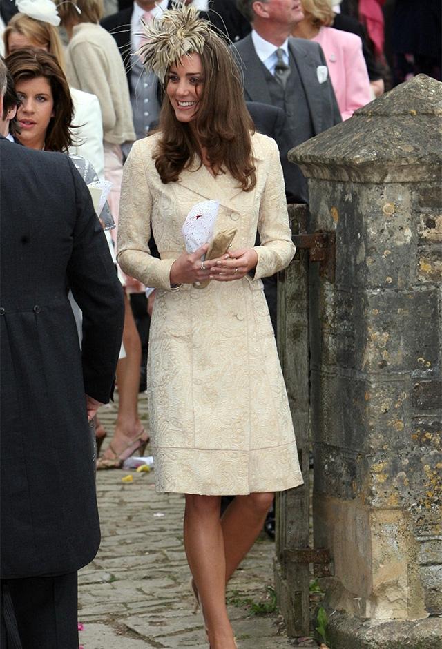 友人の結婚式に出席した24歳のケイト。この頃、一時的にウィリアム王子と破局をしていた(2006年) ©INF/amanaimages