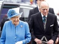 エリザベス女王が69年間連れ添った夫と手をつながない理由とは?