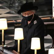 故フィリップ殿下の葬儀にロイヤルファミリーが出席。エリザベス女王&チャールズ皇太子の涙が人々の心を打つ