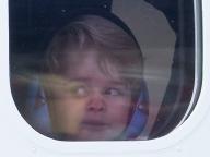 ジョージ王子、パイロットごっこに大興奮! キュートな変顔にも注目