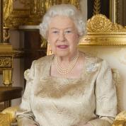 """エルトン・ジョン、エリザベス女王の""""ビンタ""""エピソードを暴露! 甥っ子相手にリアル女王様っぷりを炸裂"""