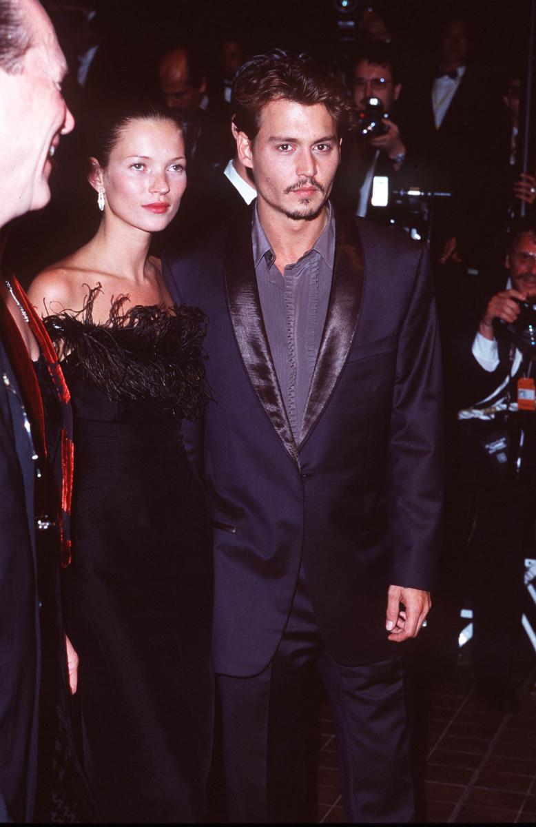 1998年、当時交際していたジョニー・デップと。伝説のカップルと言われ、今でも絶大な人気を誇る。