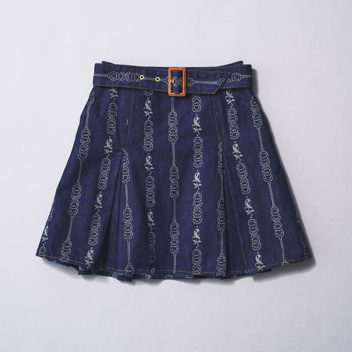 ミニスカートを大人らしく、愛らしく