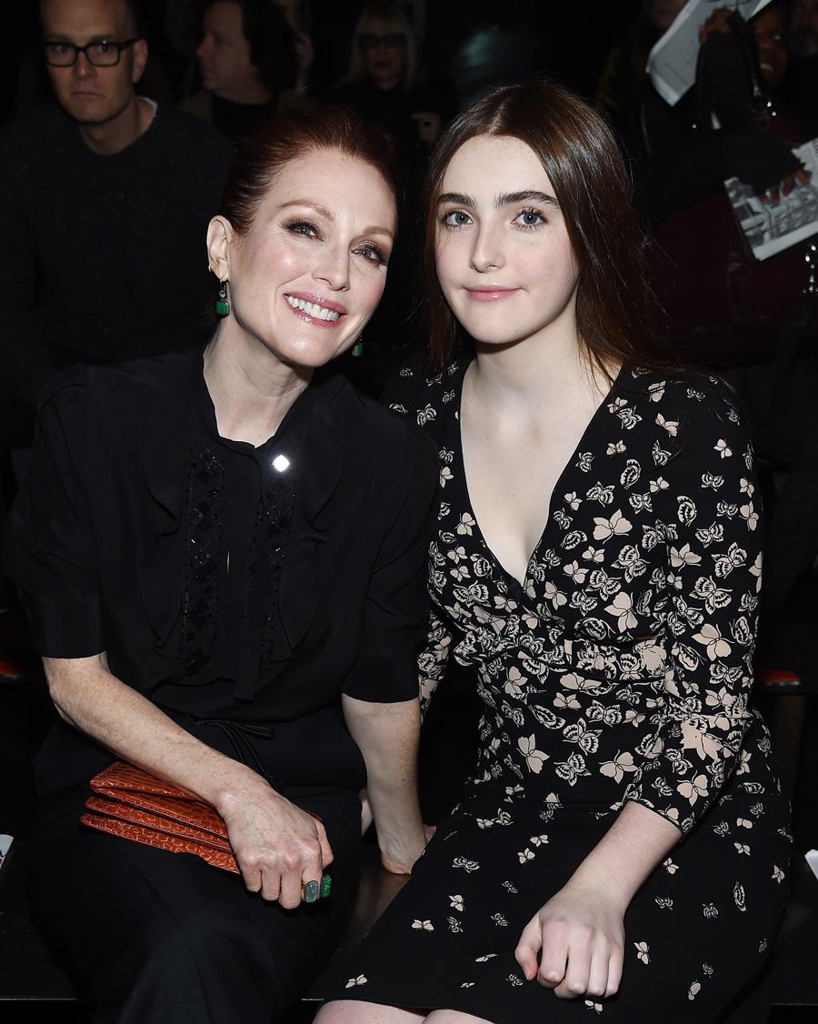 【ジュリアン・ムーア&リブ・フレインドリッチ】名女優ジュリアン(58)と、髪や目の色、透き通るような白肌までそっくりな娘リブ(17)。3歳のときに映画監督の父の作品『NOセックス、NOライフ!』でスクリーンデビュー。目指すは母の背を追って、オスカー女優!?