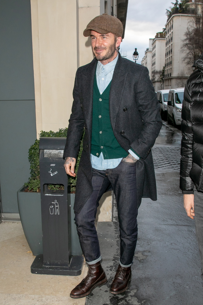 2019年1月、フランス・パリで開催されたファッションウィークに遊びに来たデヴィッド。近年の彼はハンチングがお気に入り!? 英国のトラッドスタイルな雰囲気をまとったコーディネートが、優しいパパの顔にマッチ。またもおしゃれレベルを上げたよう。