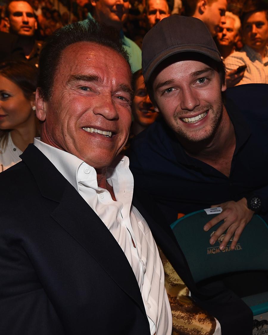 【アーノルド&パトリック・シュワルツェネッガー】元祖マッチョ俳優・アーノルド(72)の長男パトリック(26)は、俳優デビューするや、その甘いマスクで世の女性のハートをわし掴みに! パパには似てない!と言う声もあるが、よくよく見ると笑顔の口元はそっくり。