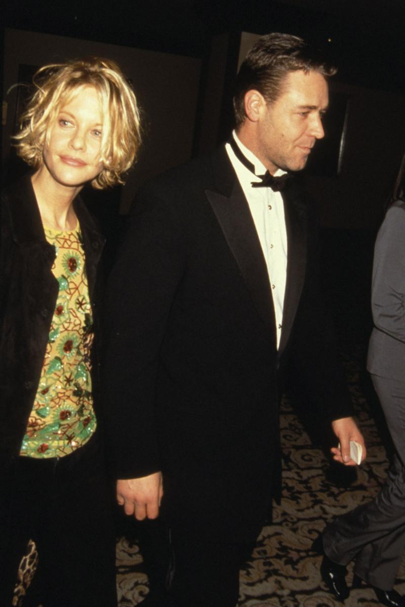 共演からの不倫は、ハリウッドではスタンダード!? メグ・ライアン(58)とラッセル・クロウ(56)もそのひと組。  当時、メグはデニス・クエイド(66)と結婚していたが、映画『プルーフ・オブ・ライフ』(2000)での共演をきっかけにラッセルと恋仲になり、離婚を決意。実は、夫のデニスも浮気癖がひどかったとの噂!