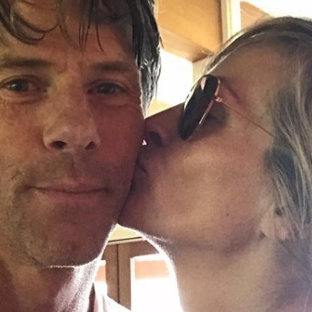 「魔性の女」の面影なし! ジュリア・ロバーツ、結婚18周年を迎えた夫とのラブラブ写真を公開 - セレブニュース   SPUR