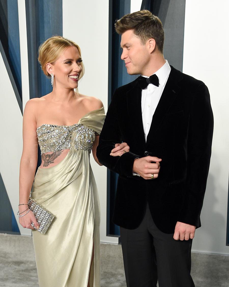 ライアンとの結婚前には、ジャレッド・レトやジョシュ・ハートネット(41)といった人気俳優たちとの交際歴もあり、俳優キラーの名にふさわしいスカーレット。離婚後はますますパワーアップし、ショーン・ペン(59)とは半年ほど交際。  そんな彼女が現在、3度目の結婚を控えているお相手はコメディ俳優兼脚本家のコリン・ジョスト(38)。「完璧なプロポーズ」をしたコリンに、彼女はメロメロなのだとか♡ 今度の結婚こそ、3度目の正直となるか?