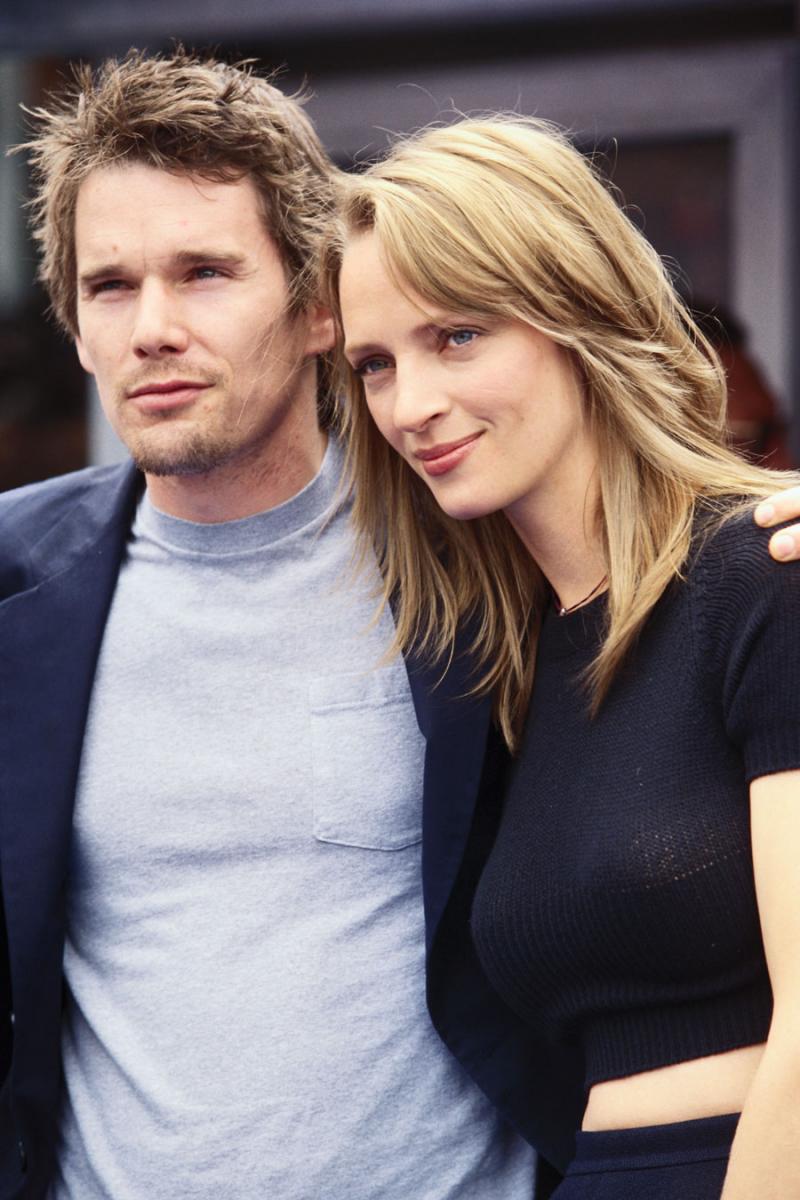 映画『ガタカ』(1997年)で共演し、1998年に結婚したユマ・サーマン(50)とイーサン・ホーク(49)。2人の子宝に恵まれるも、6年でその結婚生活に終止符を打った。  原因は、イーサンの度重なる浮気。カナダ人モデルのジェン・パーゾウや、女優のアンジェリーナ・ジョリーとも関係を持っていたとか。そして、離婚の決め手になった浮気相手が、子どもたちのベビーシッター。この裏切りに耐えられず、ユマはイーサンの元を去ってしまった。