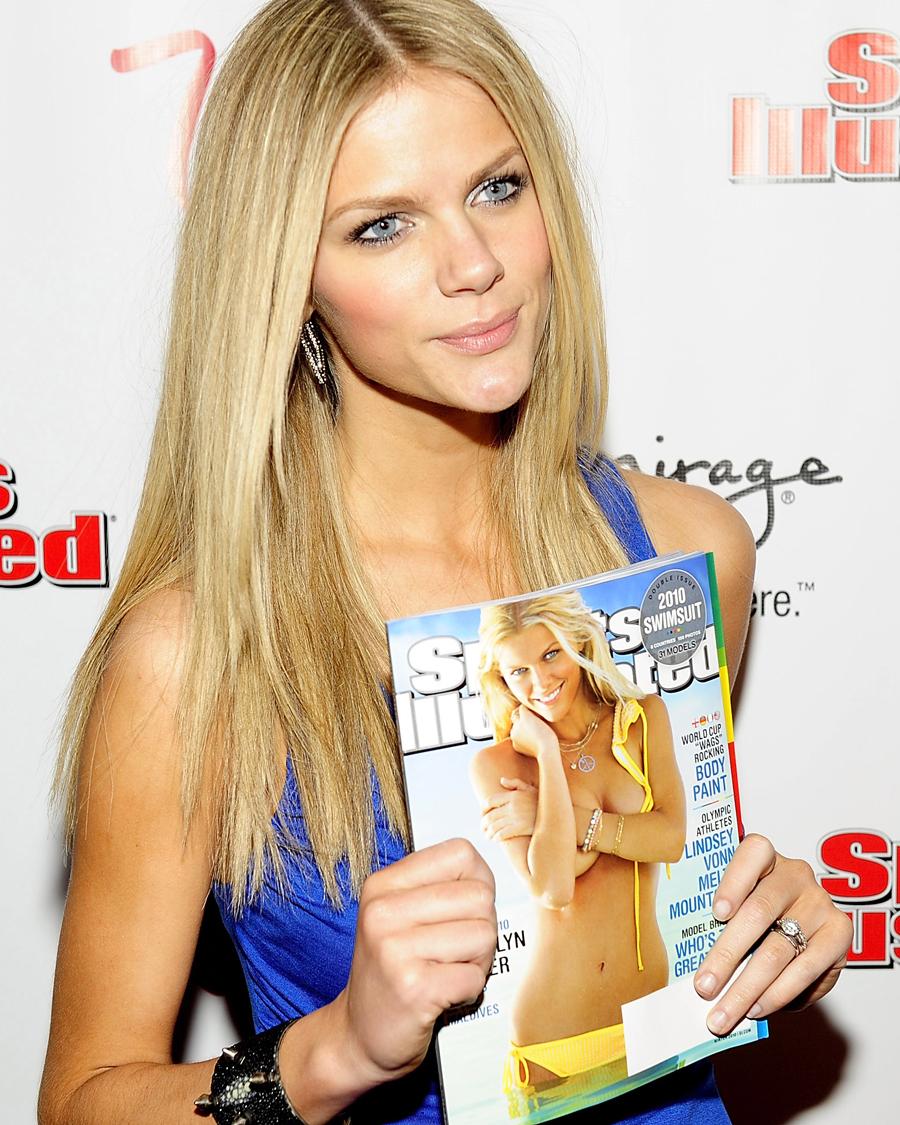 女優として活躍するブルックリン・デッカー。2010年に『スポーツ・イラストレイテッド』誌の水着特集号のカバーガールを務めたことでスターの仲間入りを果たした。