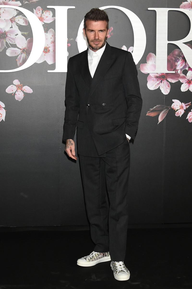 2018年11月、東京で開催されたディオールの2019・プレ・フォール・コレクションに出席したデヴィッド。ディオールのダブルブレストのスーツがお似合い! スーツ×スニーカーという難易度高めな着こなしも、今のデヴィッドにはお手の物。