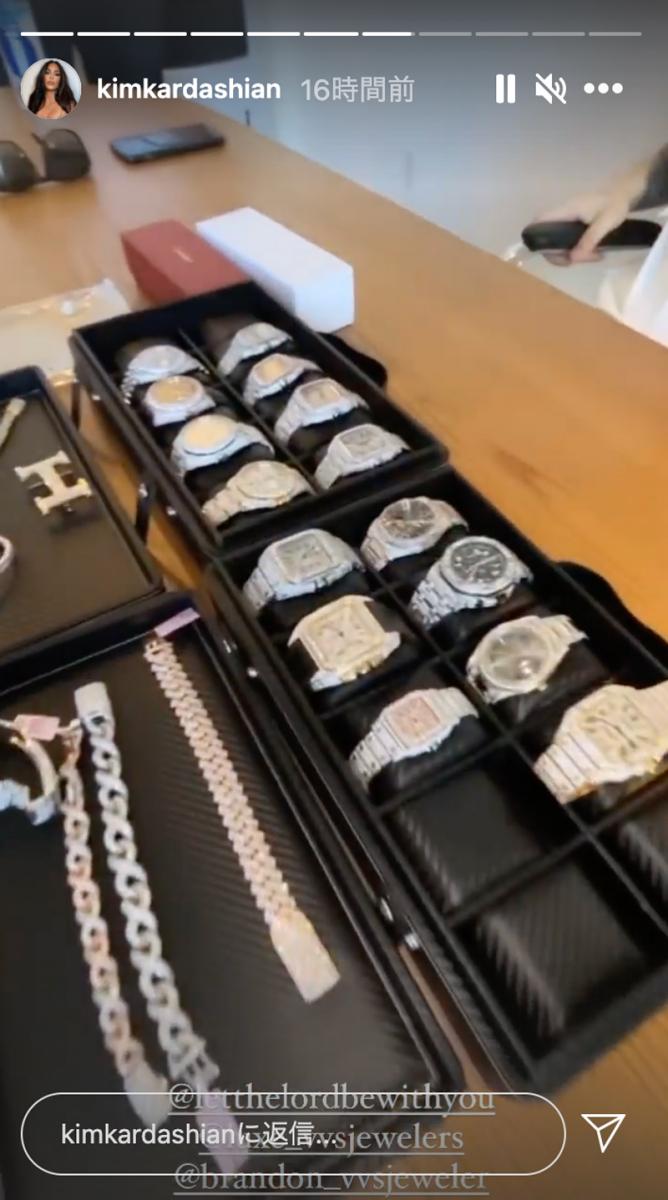スコットがゲストのために用意したというダイヤモンドウォッチやジュエリーの数々。