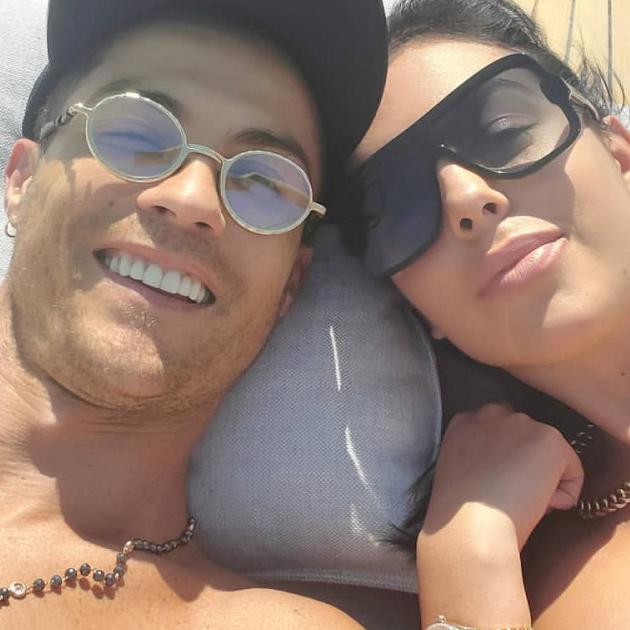 クリスティアーノ・ロナウドに婚約説が再燃! 恋人が薬指の巨大なダイヤリングをアピール - セレブニュース | SPUR