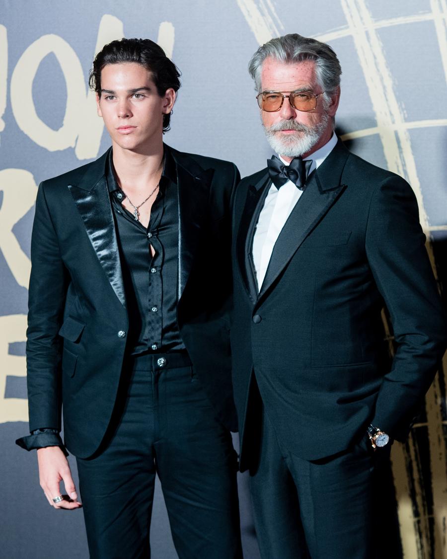 【パリス&ピアース・ブロスナン】『007』シリーズで4作に亘りヒーロー、ジェームズ・ボンド役を演じたピアース(66)。そのイケメン過ぎる息子として名高いのがパリス(18)。父の遺伝子を存分に受け継いだハンサムフェイスで、将来のボンド役も期待できる!?