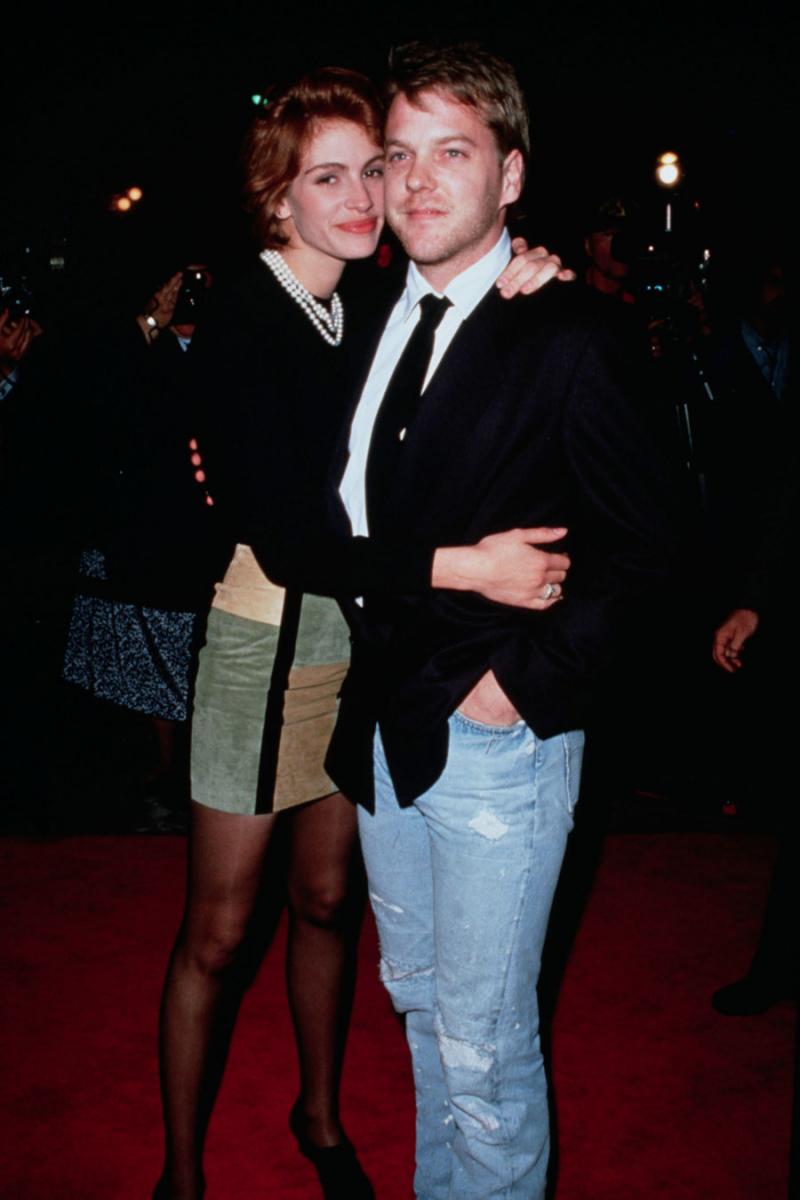 共演者キラーの異名を持つ、女優のジュリア・ロバーツ(52)。キーファー・サザーランド(53)も射止められたひとりで、映画『フラットライナーズ』(1990)の共演を機にジュリアにメロメロになってしまったよう。当時、キーファーは既婚者だったが、ジュリアの猛アタックを受けて離婚を決意。  ふたりはめでたく婚約するも、なんとジュリアが結婚式をドタキャン! キーファーの浮気が原因なようだが、実はジュリアもキーファーの友人である俳優ジェイソン・パトリック(54)と関係を持っていたとか。あまりに破天荒な恋模様に、世間もあんぐり。