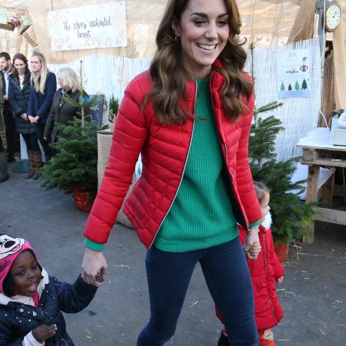 キャサリン妃がクリスマスカラーに身を包みツリー選び! エリザベス女王の長年のチャリティ活動を引き継ぐ - セレブニュース | SPUR