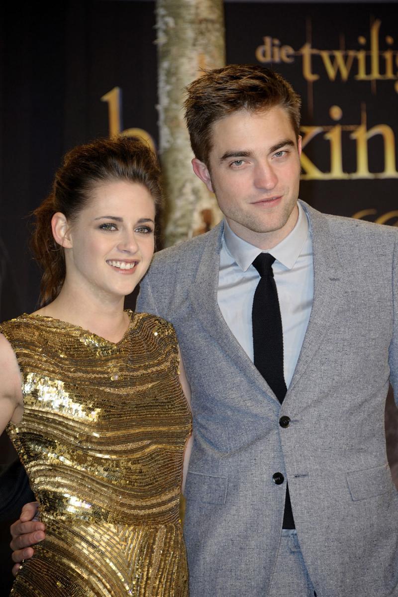 映画『トワイライト』シリーズ(2008〜)で恋人役を演じ、プライベートでも交際に発展したクリステン・スチュワート(30)とロバート・パティンソン(34)。映画ファン公認のカップルとして絶大な人気を誇っていたが、ある日、クリステンの浮気現場がパパラッチされてしまう。