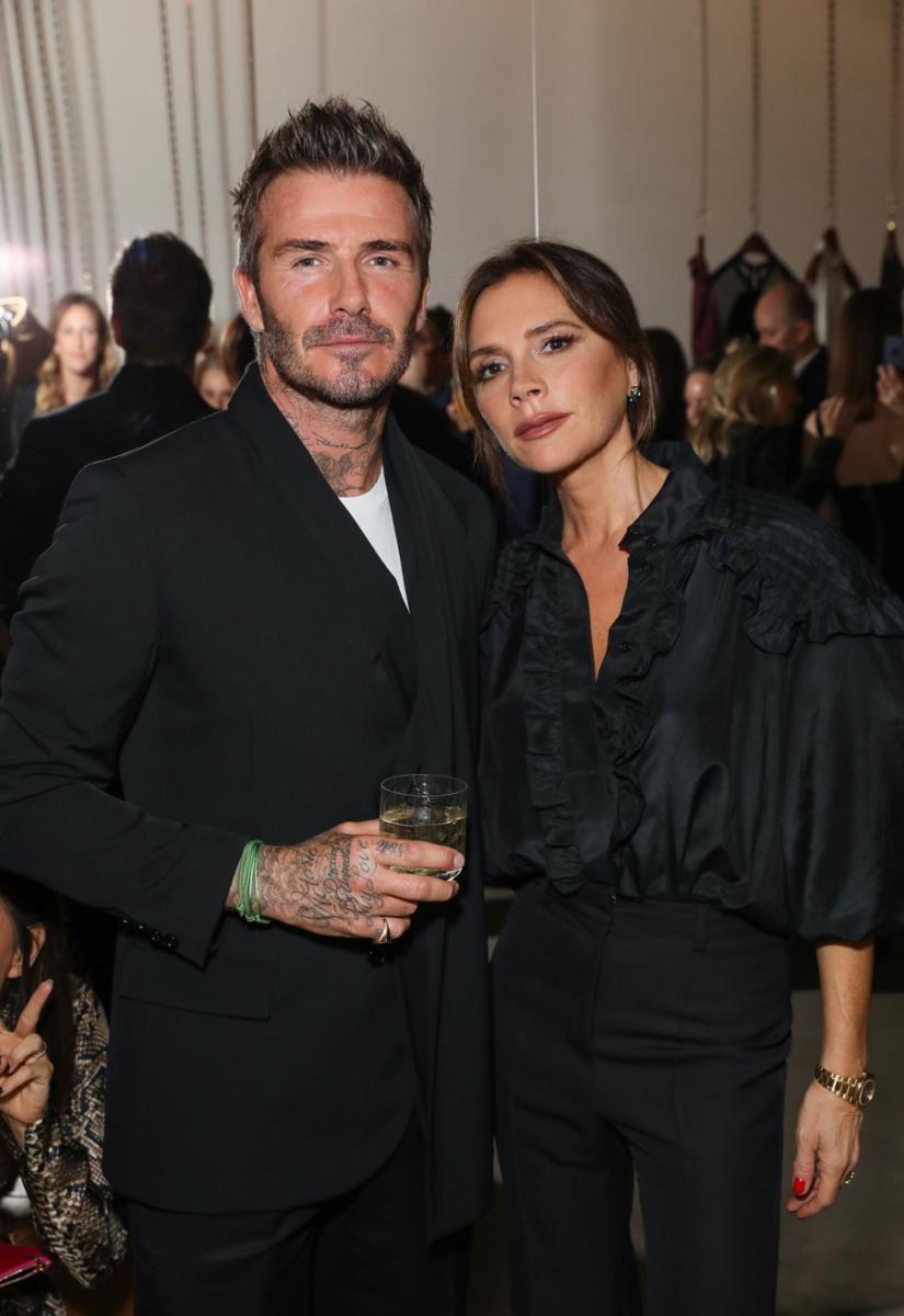 2019年9月、ロンドンで行われたサザビーズのパーティに揃って出席したベッカム夫妻。ブラックスタイルで統一したふたりはまさにパーフェクトカップル! ファッション界の最先端を走り続けるベッカム夫妻から、目が離せない。