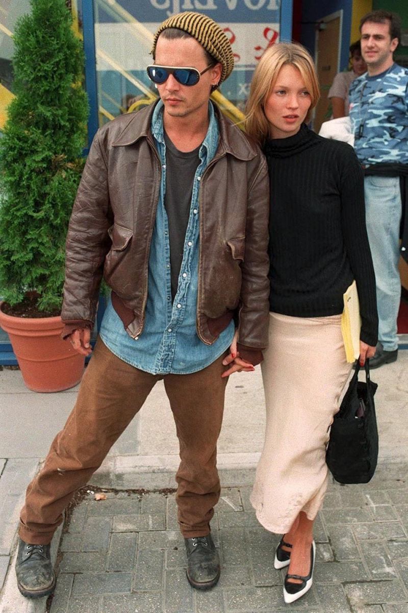 【第13位 ジョニー・デップ(57):約9人】  婚約の回数では、本ランキングメンバーではダントツNo.1のジョニー。「交際=結婚」という考えは、ある意味、真面目に思えるが、ジョニーの場合はやや勢い任せな印象。20歳の時に当時25歳の女優ロリ・アン・アリンソンと結婚し、約2年で離婚。その後、別の女優とも婚約したが、またも2年で破局。女優ウィノナ・ライダー(48)とも婚約し破局……と、数えきれないほど、婚約&破局を繰り返してきたのだ。  そんな恋愛遍歴がマイナスになることはなく、その後も続々と美女を射止め続けるジョニー。彼が一目惚れし交際が始まったモデルのケイト・モス(46)とは、逆に、ケイトがどっぷりと惚れ込んでしまう結末に。4年の交際に終止符を打った後、ケイトは精神を病み、アルコール依存症になってしまったのはあまりに有名な話。